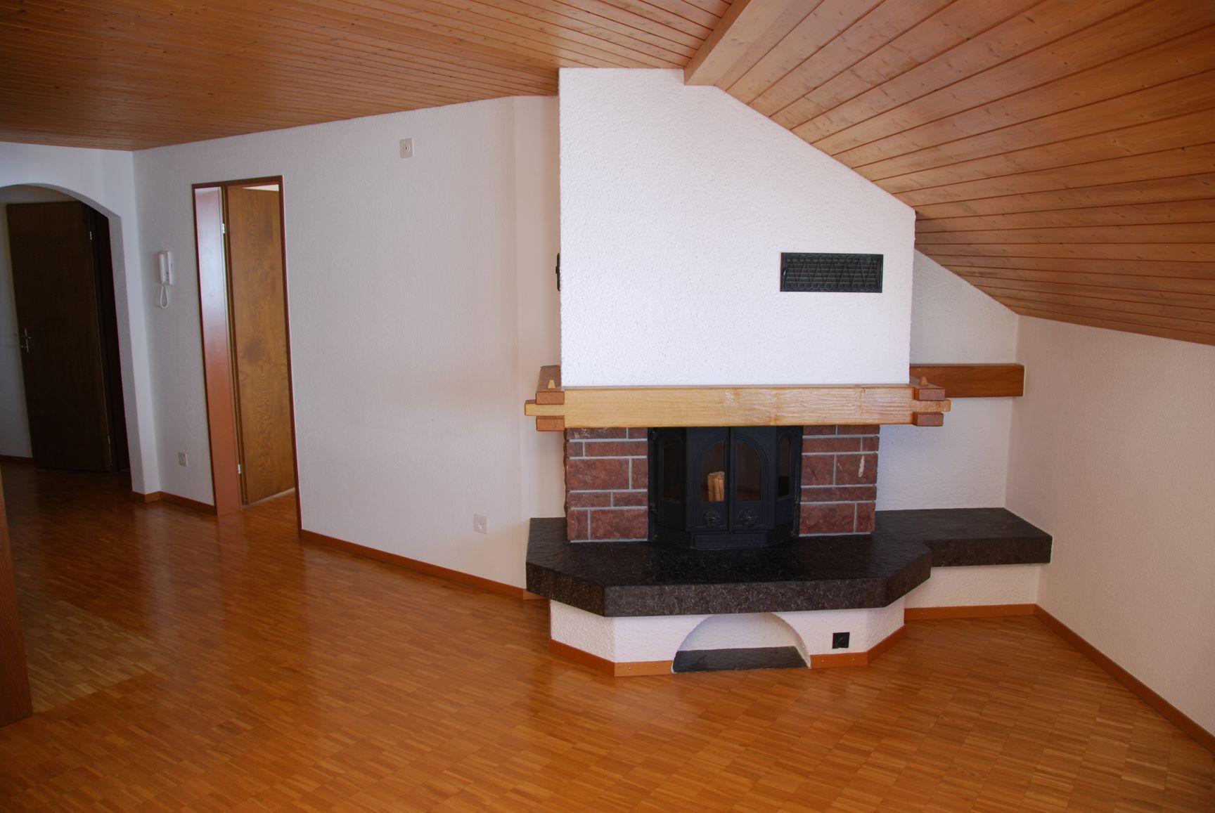 2.5 Zimmerwohnung im Dachgeschoss mit Cheminee [V32]