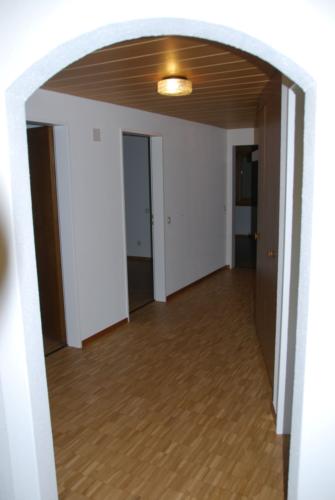 4.5 Zi-Whg A1 Gang mit den 3 SchlafzimmerTüren 0047 png