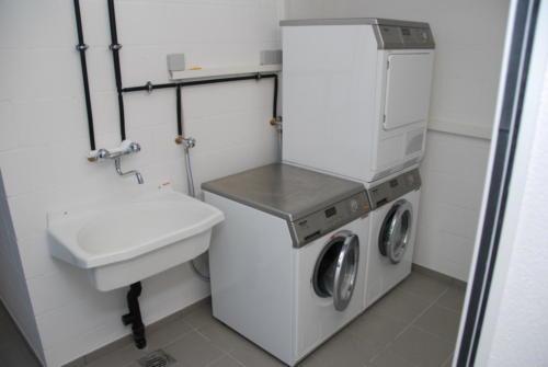 Altersresidenz Steinegg Waschküche mit Waschtürmen 0103